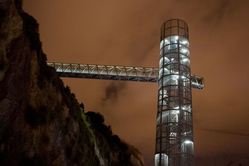 panoramic elevator in street Gisbert. A 900 meters.