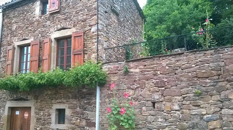 Maison individuelle avec jardin et terrasse, holiday rental in Verrieres
