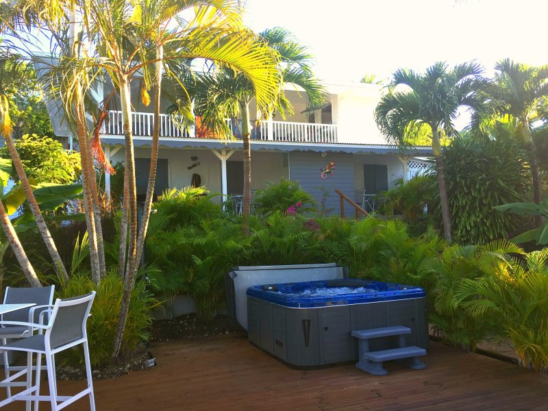 kaz a moal 2 gîtes t2 modernes/jacuzzi, holiday rental in Grande-Terre Island
