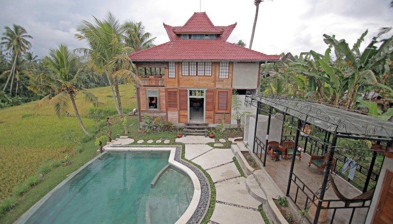 Shoji Rumah con piscina