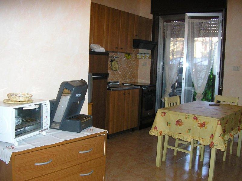 GIARDINI NAXOS - TAORMINA BIVANI A PREZZI MODICI CHIAMA ORA!, holiday rental in Trappitello