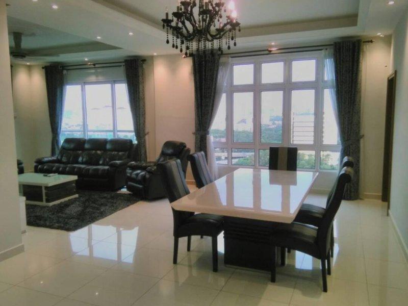 Spacious 4 Bedroom with Panoramic View of KLCC, KL Tower, Genting Batu Caves, vacation rental in Batu Caves