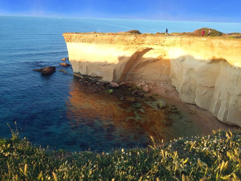 magnífico paseo a lo largo de la costa cerca de la casa