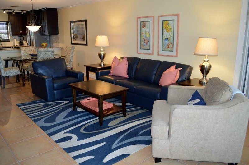 Beautiful Siesta Key Condo Just Steps From Siesta Beach, holiday rental in Sarasota