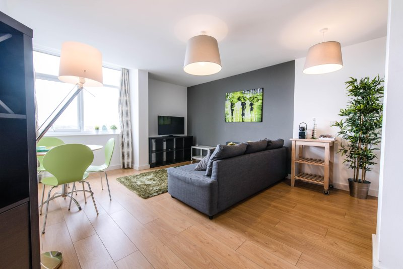 Inspired - 2 Bed Executive Apartment, vacation rental in Manchester