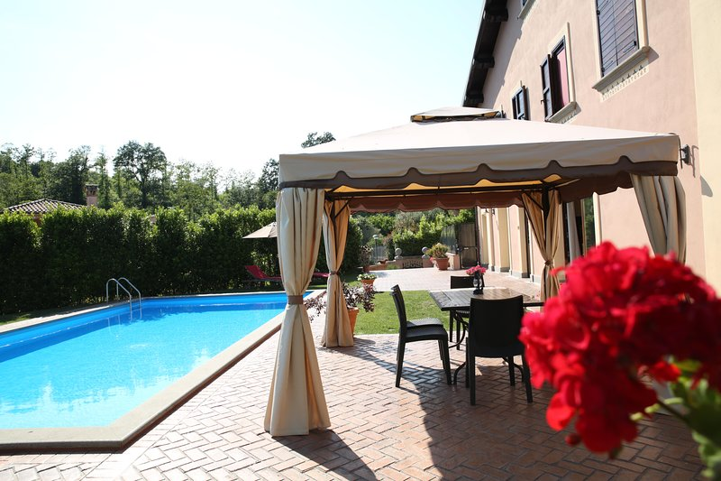 CAMELIA BRACCIANO, 2 ROOMS 120mq/ POOL/ WI-FI/ PING PONG/TABLE SOCCER/ A/C, holiday rental in Manziana
