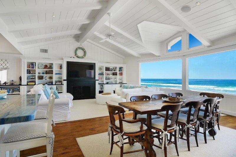 La Jolla Shores Beachfront Luxury Has Grill And Balcony