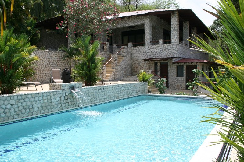 VILLAS CASA LOMA (Villa 5)  FLAMINGO BEACH'S BEST KEPT SECRET FOR OVER 30 YEARS, holiday rental in Playa Prieta
