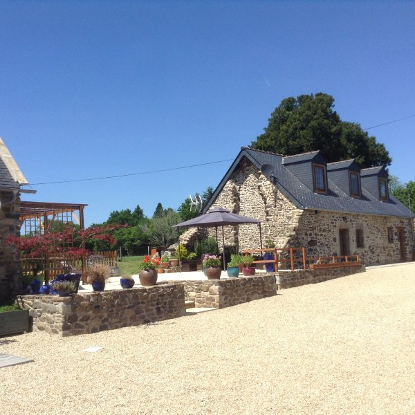Fully renovated stone Gite on small farm, casa vacanza a Mael-Carhaix