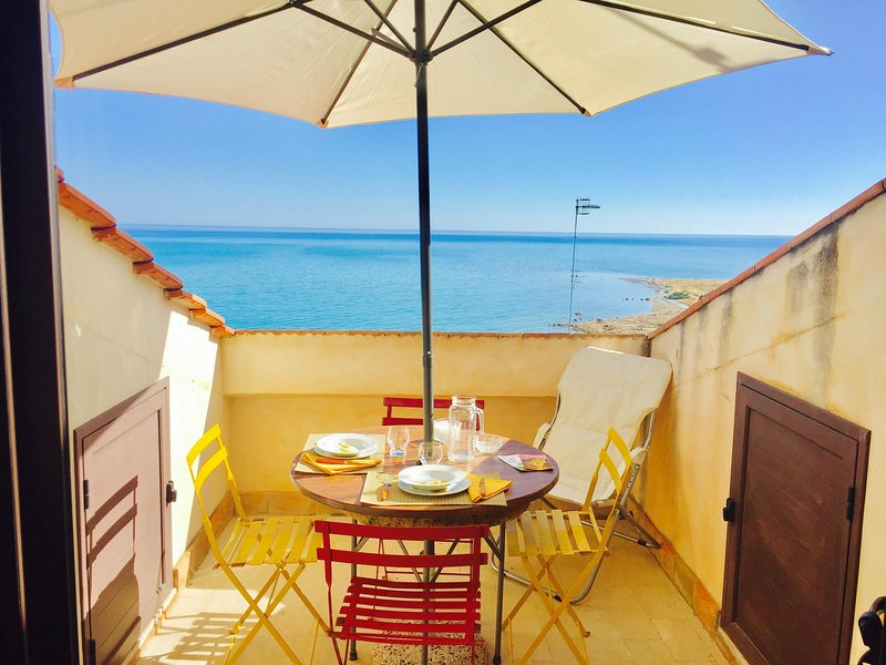 LUNA-2BR Seafront walk2beach by KlabHouse, vacation rental in Sciacca