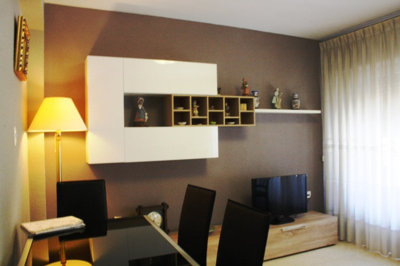 Apartamento céntrico con parking, vacation rental in Casetas