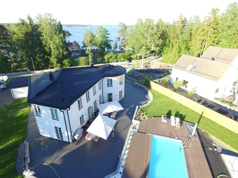 Unique Pål Ross Villa in tranquility of Stockholms archipelago Vaxholm Resarö, aluguéis de temporada em Varmdo