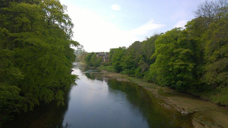 El río Edén y Armathwaite Castillo originalmente una torre de la cáscara del siglo 14