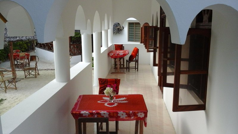 RaCoCo Villa close to the beach (1 minute walk from the beach)., holiday rental in Jambiani