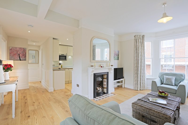 The Cannons -Suffolk House: Luxurious central apartment with fantastic sea views, vacation rental in Dunwich