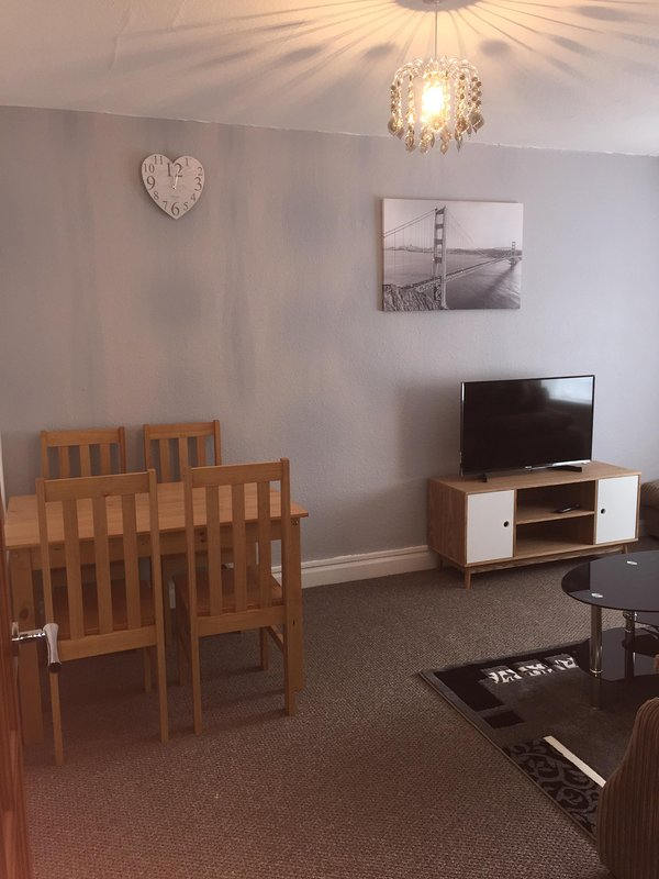 NEC, Birmingham City, Solihull .Up to 7 People 2 bedroom Large Cosy Apartment., holiday rental in Shirley