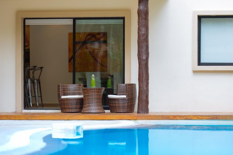 Relaxing 2BR swim up condo by Happy Address, vacation rental in Tulum
