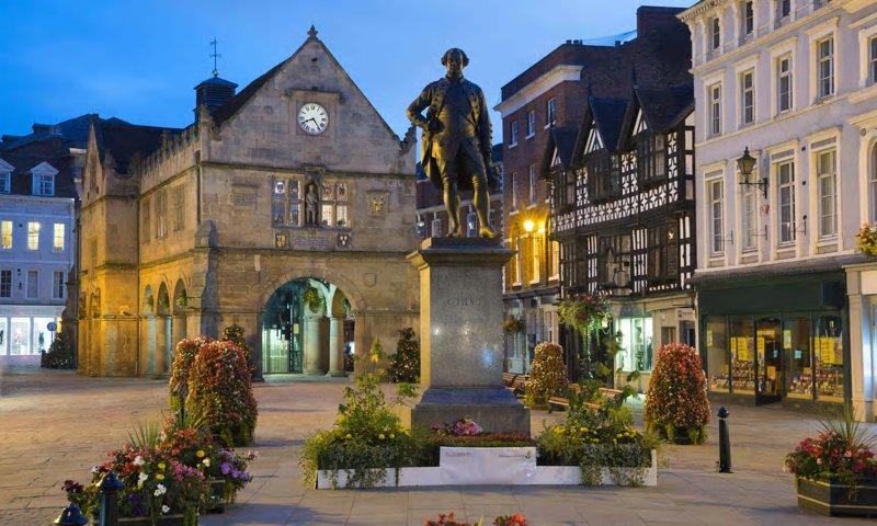 Hermosa ciudad de Shrewsbury a solo 7 millas de distancia.