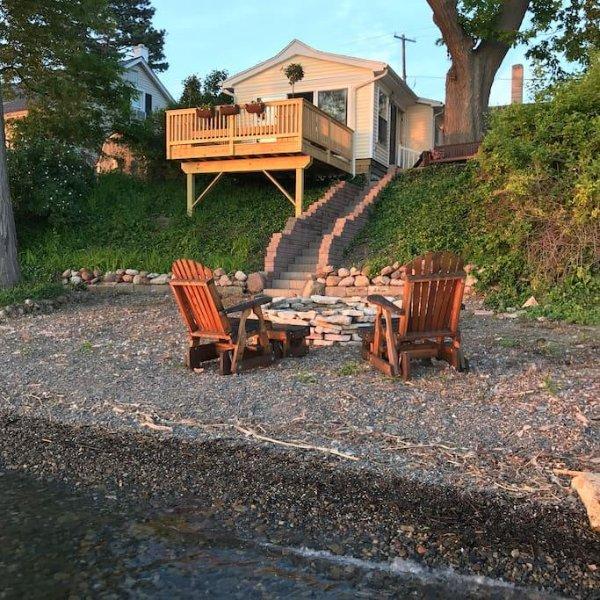 Fine Magnolia Lakeside Cottage On Seneca Lake Has Private Yard Download Free Architecture Designs Scobabritishbridgeorg