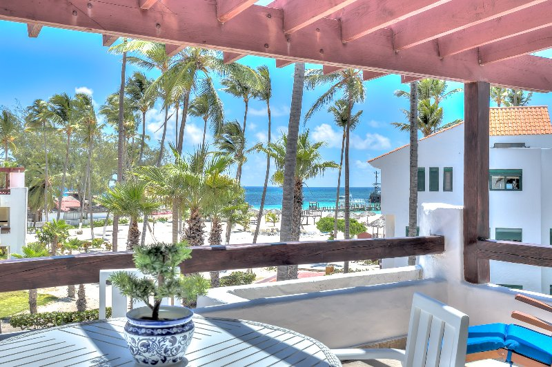 Beautiful Beachfront Apartment with unique ocean views, vacation rental in Bavaro