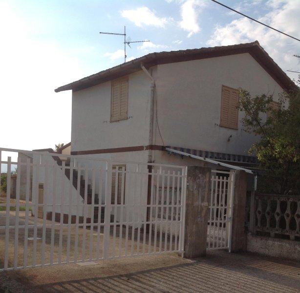 Palazzina vista pineta a 400 metri dal mare, casa vacanza a Tarsia