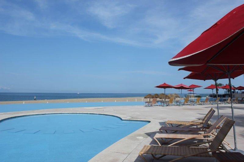 Große Pools und ein direkter Zugang zum Strand