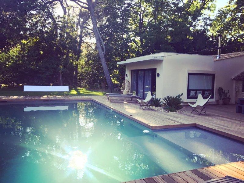 Vue piscine coucher de soleil