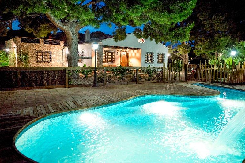 Magnifica y acogedora casa rural en Totana. Situada a los pies de Sierra Espuña, holiday rental in Lorca