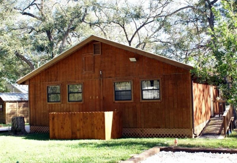 RIVER ROAD - CABIN #1 Sleeps 4, holiday rental in New Braunfels