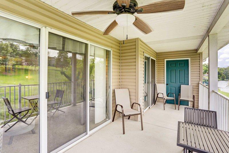 Mantente fresco mientras estás afuera con la ayuda del ventilador de techo.