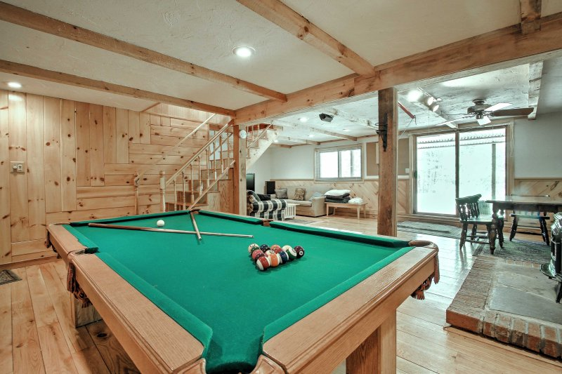 Bartlett Townhome w/Game Room, Deck & Pool Access!, Ferienwohnung in Hart's Location
