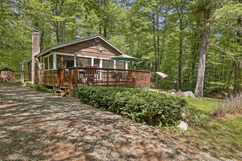 With 2 bedrooms, 1 bathroom, and room for 8, this secluded home is perfect for families.