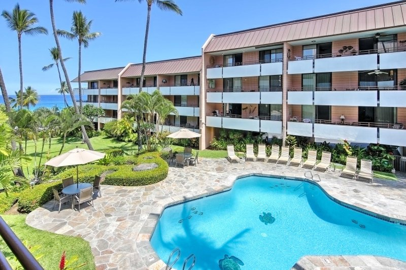 Leave your worries behind for a revitalizing tropical retreat at this 2-bedroom, 2-bathroom vacation rental condo in Kailua-Kona.