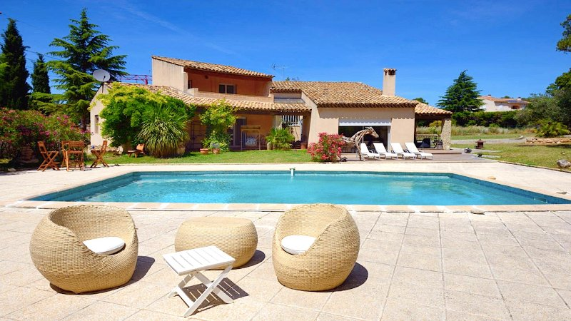 Luxury Villa Cicada 220m2 - Pool, BBQ, Petanque, Billard, 6 Guests, location de vacances à Septemes-les-Vallons
