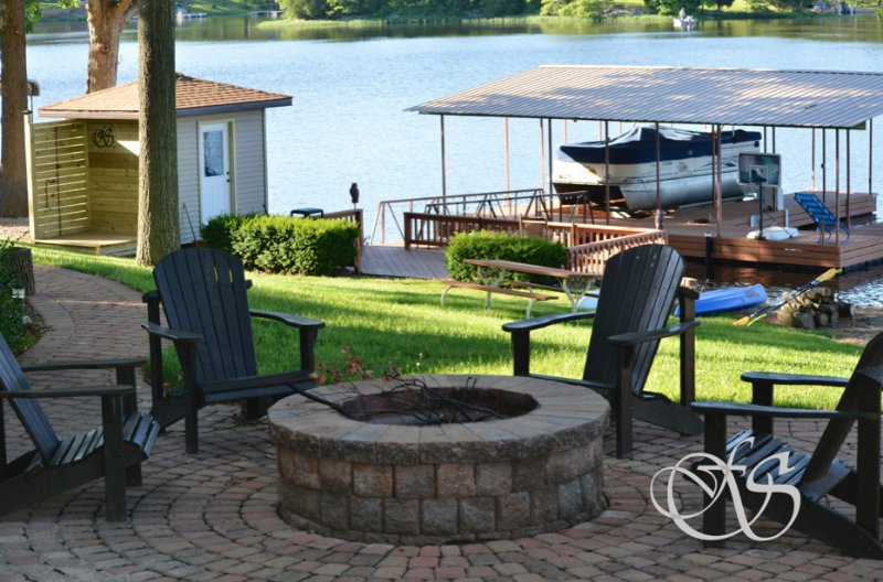 Firefly Shores  Incredible lake location with low slope to lake, large Dock, location de vacances à Marion