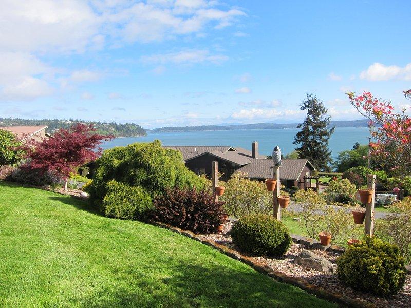 North Whidbey View Home - Spacious Living, location de vacances à Oak Harbor