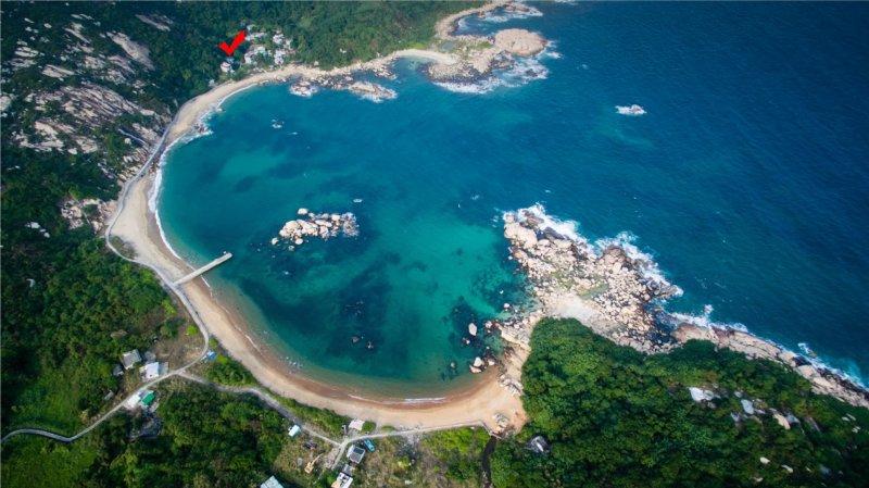 Vacanze Appartato House è in una splendida baia con una spiaggia di fronte