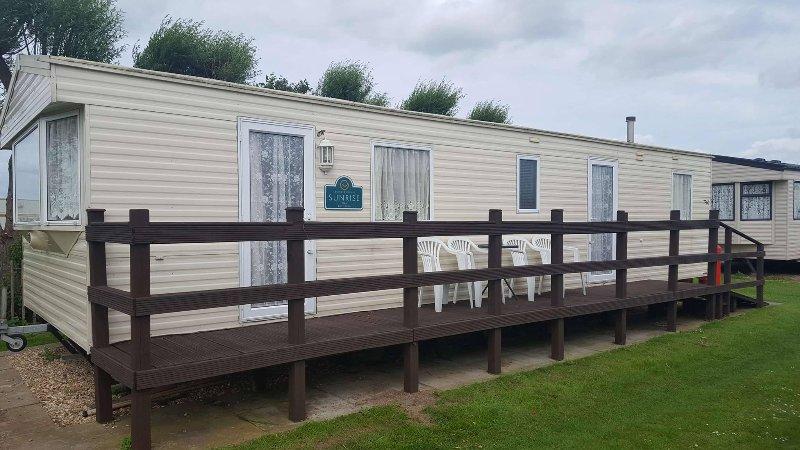 8 BERTH CARAVAN TP60, vacation rental in Chapel St. Leonards