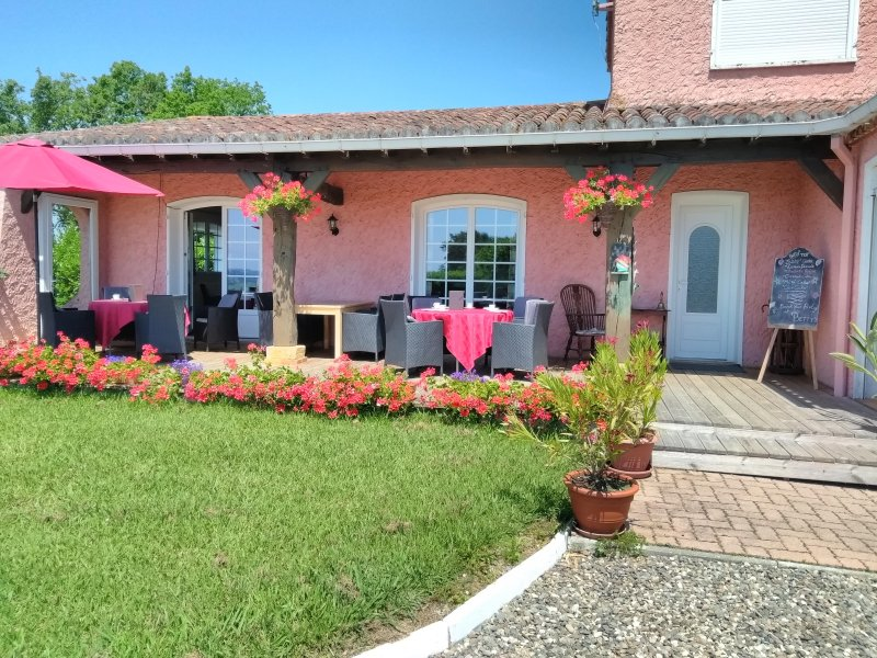 La Maison Rose, holiday rental in Cazaux-Villecomtal