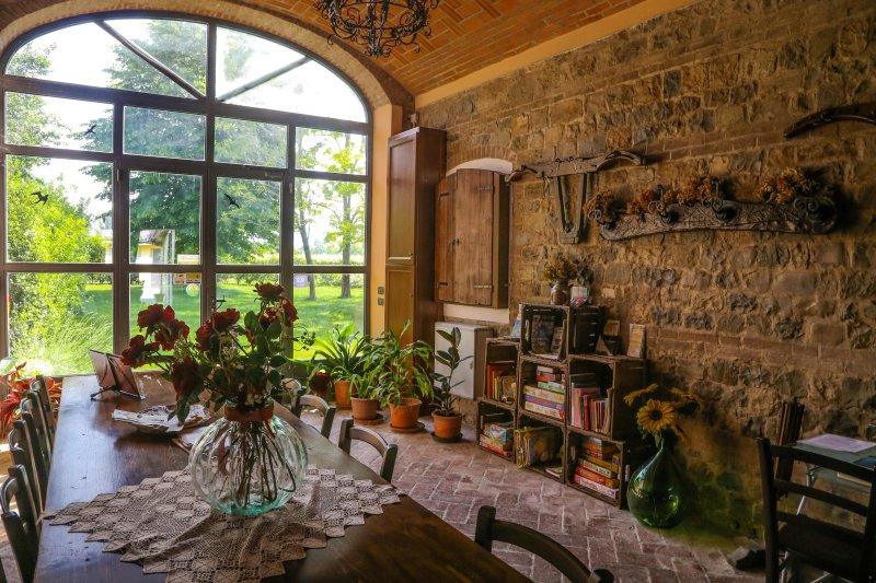 agriturismo Il Brugnolo - appartamento angelica con giardino ad uso esclusivo, vacation rental in Baiso