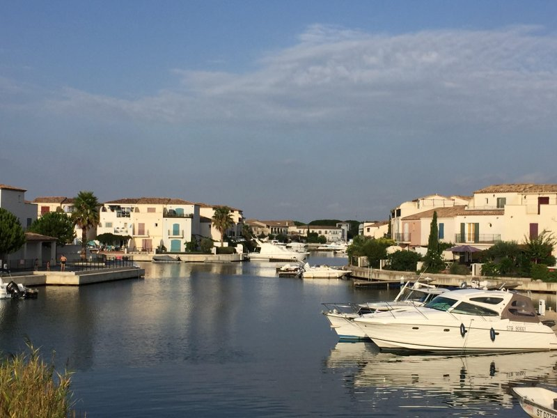 Luxury Aigues Mortes Villa on Marina,Pool,WiFi &AC, location de vacances à Aigues-Mortes
