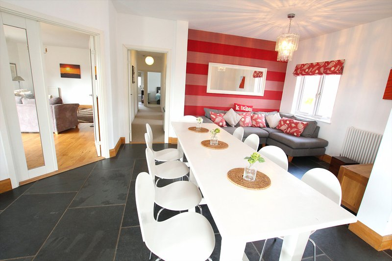 Croyde Holiday Cottages The Lindens Table Unlaid