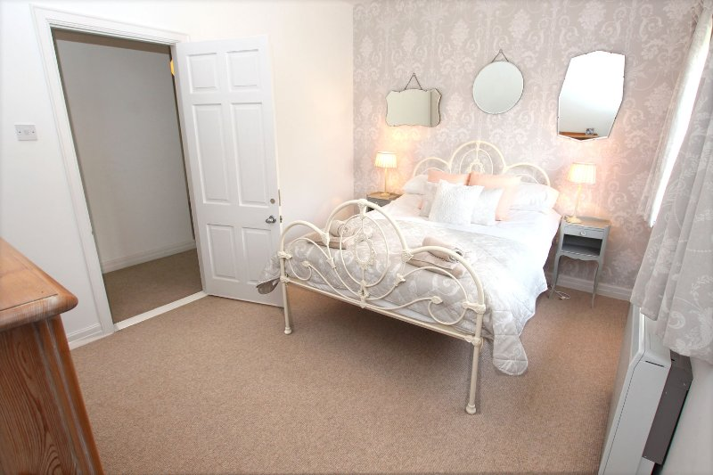 Croyde Holiday Cottages The Lindens French Style