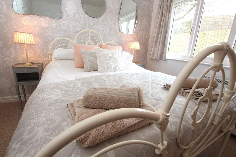 Croyde Holiday Cottages The Lindens French Bedroom
