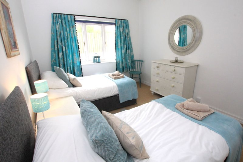 The Lindens Croyde Holiday Cottages Twin Bedroom