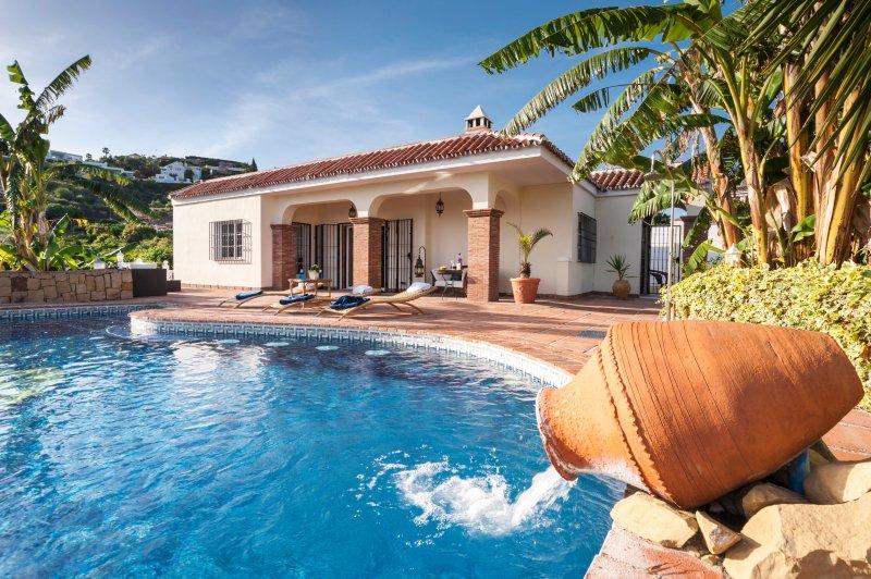 splendida piscina e giardini