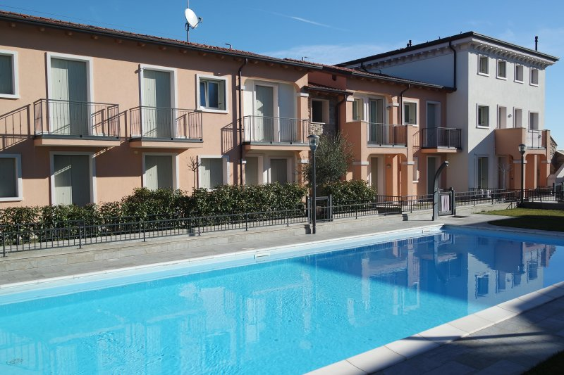 AURORA TOWER APARTMENT, holiday rental in Sirmione