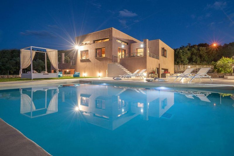 Merovigli Villa 4-Bedroom Private Pool, casa vacanza a Neromilos