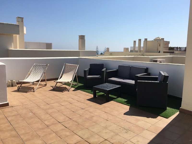 NEW PENTHOUSE APARTAMENT IN THE BEACH, alquiler vacacional en Benagalbón