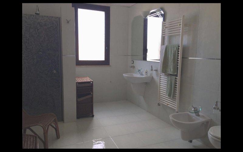 Villa with tennis court in Mazara del Vallo - Large floor bathroom with shower